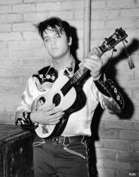 Black and white picture of Elvis Presley